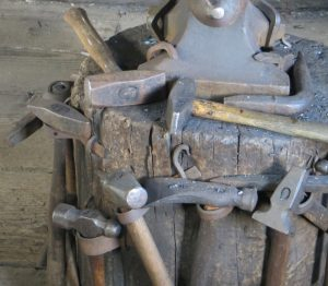 square_blacksmithhammers